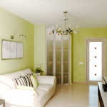 Квартира для молодой пары. Комната в бело-зелёном решении.